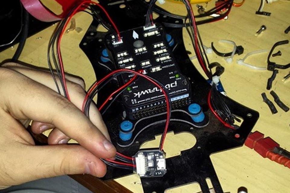 Imagem de Brasileiro cria drone caseiro com peças compradas através da internet no site TecMundo
