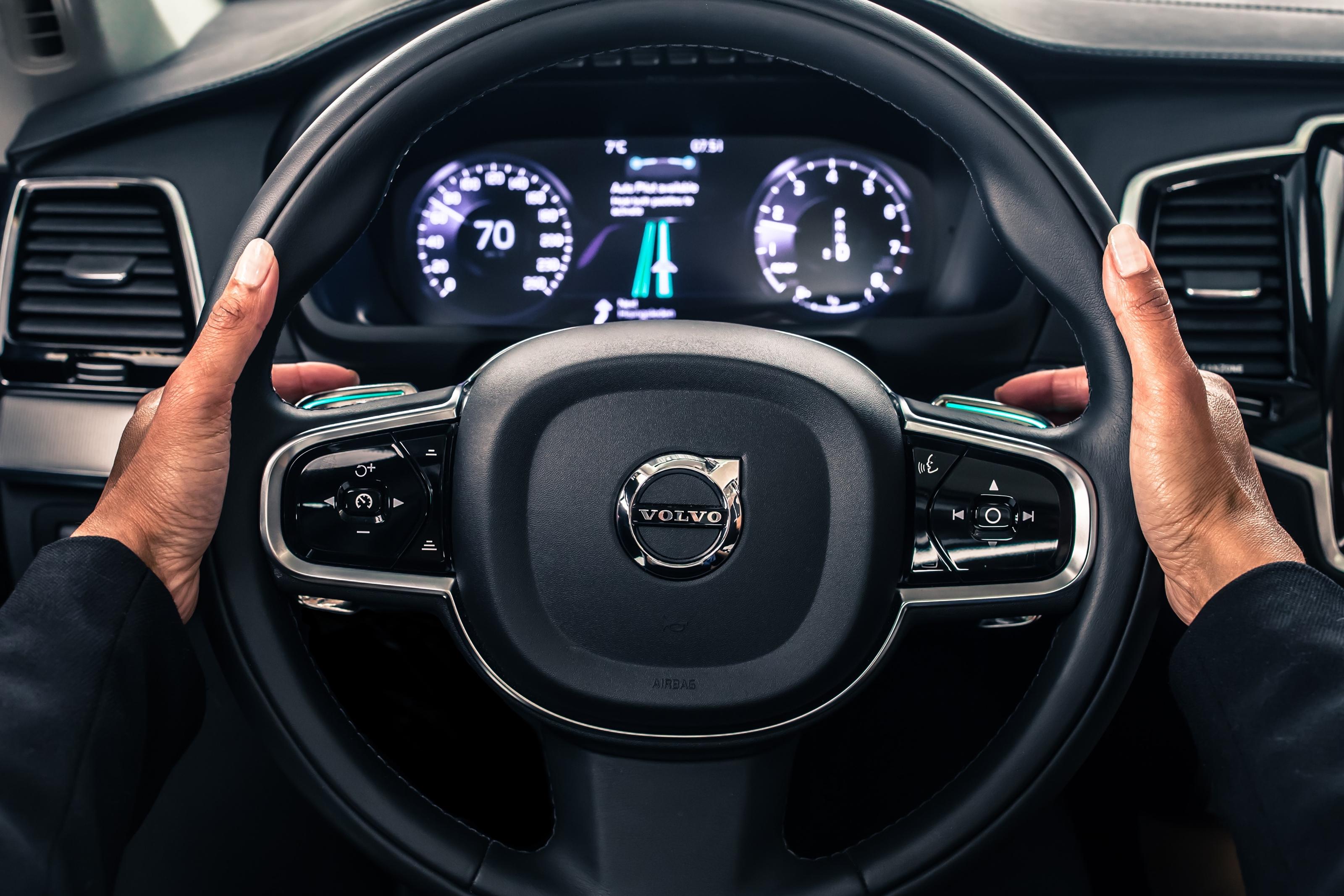 Imagem de Volvo vai tomar responsabilidade por acidentes com seus carros autônomos no tecmundo