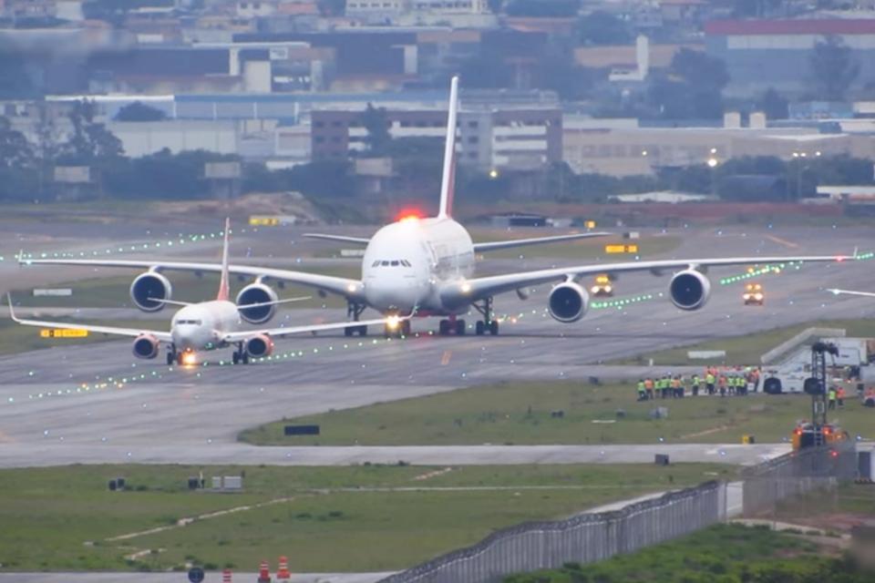 Imagem de Maior avião comercial do mundo, o Airbus A380 pousa em Guarulhos [vídeo] no tecmundo