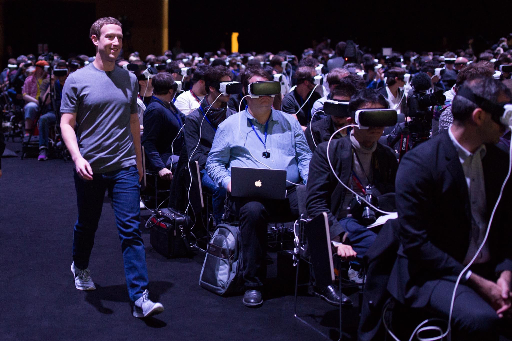 Imagem de Foto de Mark Zuckerberg na MWC 2016 pode dizer muito sobre nosso o futuro no tecmundo