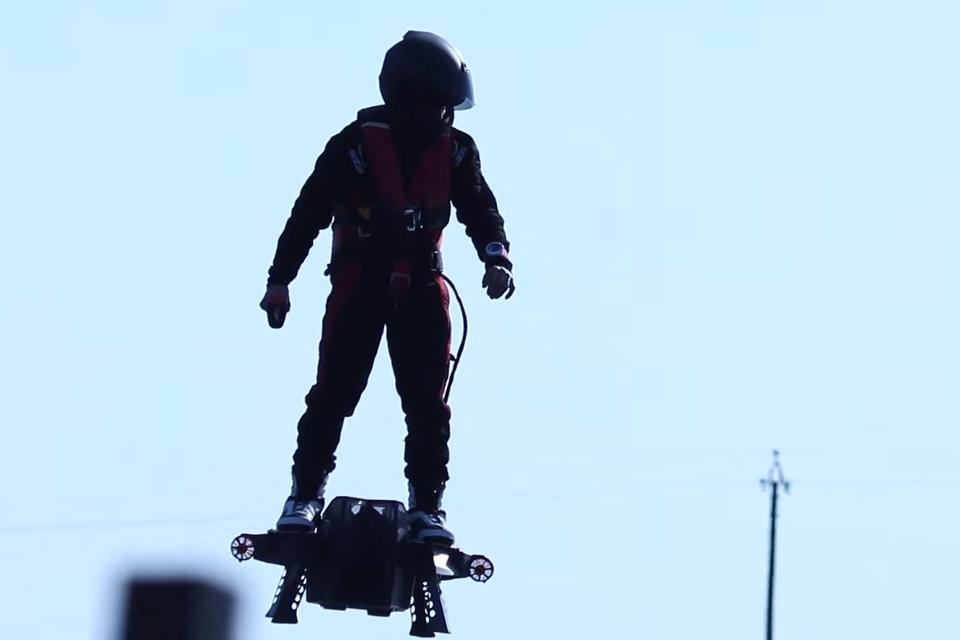 Imagem de Flyboard Air: veja o hoverboard capaz de voar em seu voo de teste [vídeo] no tecmundo
