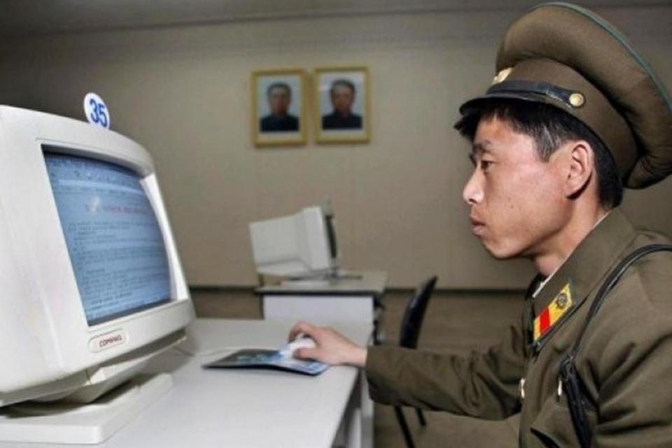 Imagem de Facebook norte-coreano é inaugurado e hackeado em questão de horas no tecmundo