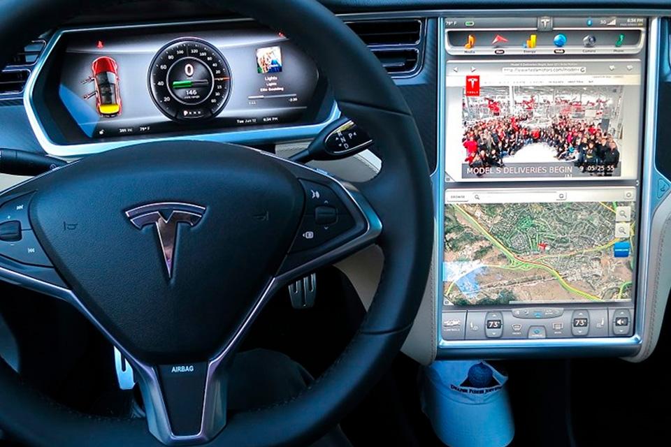 Imagem de Brincadeira perigosa: jogador de Pokémon GO usa autopiloto da Tesla no tecmundo