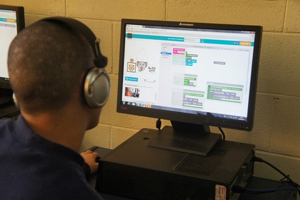 Imagem de Antiga FEBEM, Fundação Casa oferece aulas de programação para os internos no tecmundo