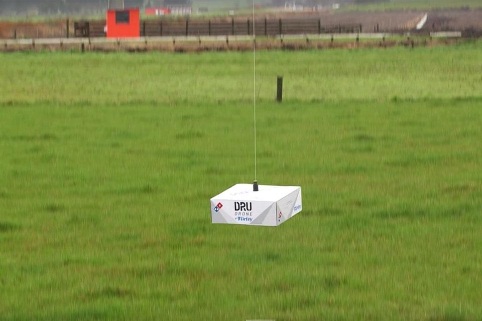 Imagem de Fome monstra e sem trânsito: Domino's testa entrega de pizzas com drones no tecmundo