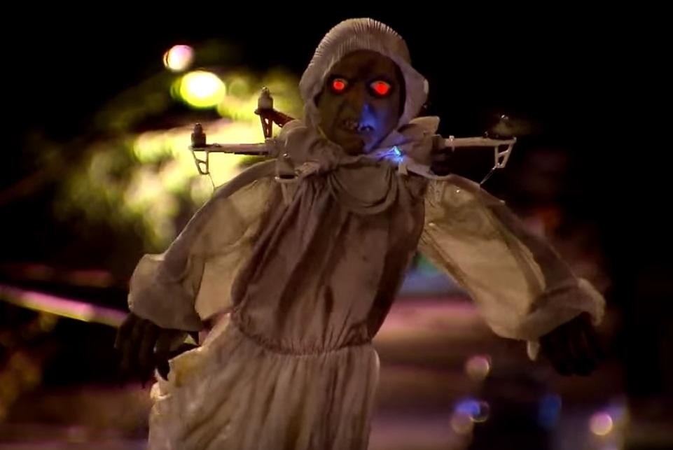 Imagem de E a 'Bruxa do Drone' quase matou de susto algumas pessoas [vídeo] no tecmundo