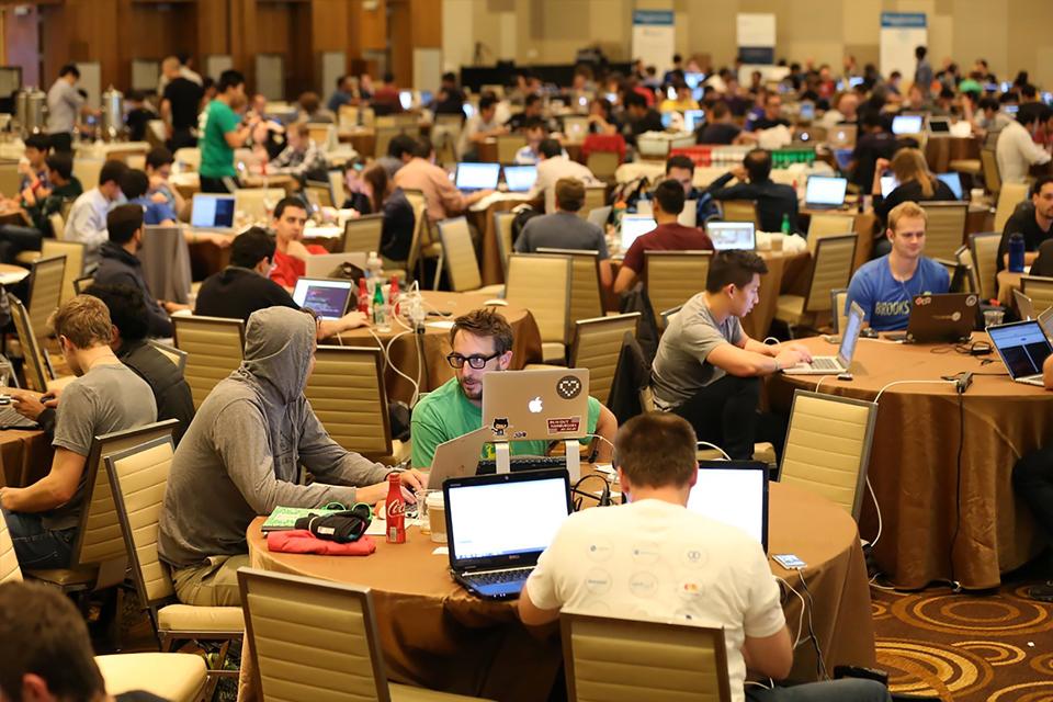 """Imagem de 10 bons motivos para participar de um """"hackathon"""" no tecmundo"""