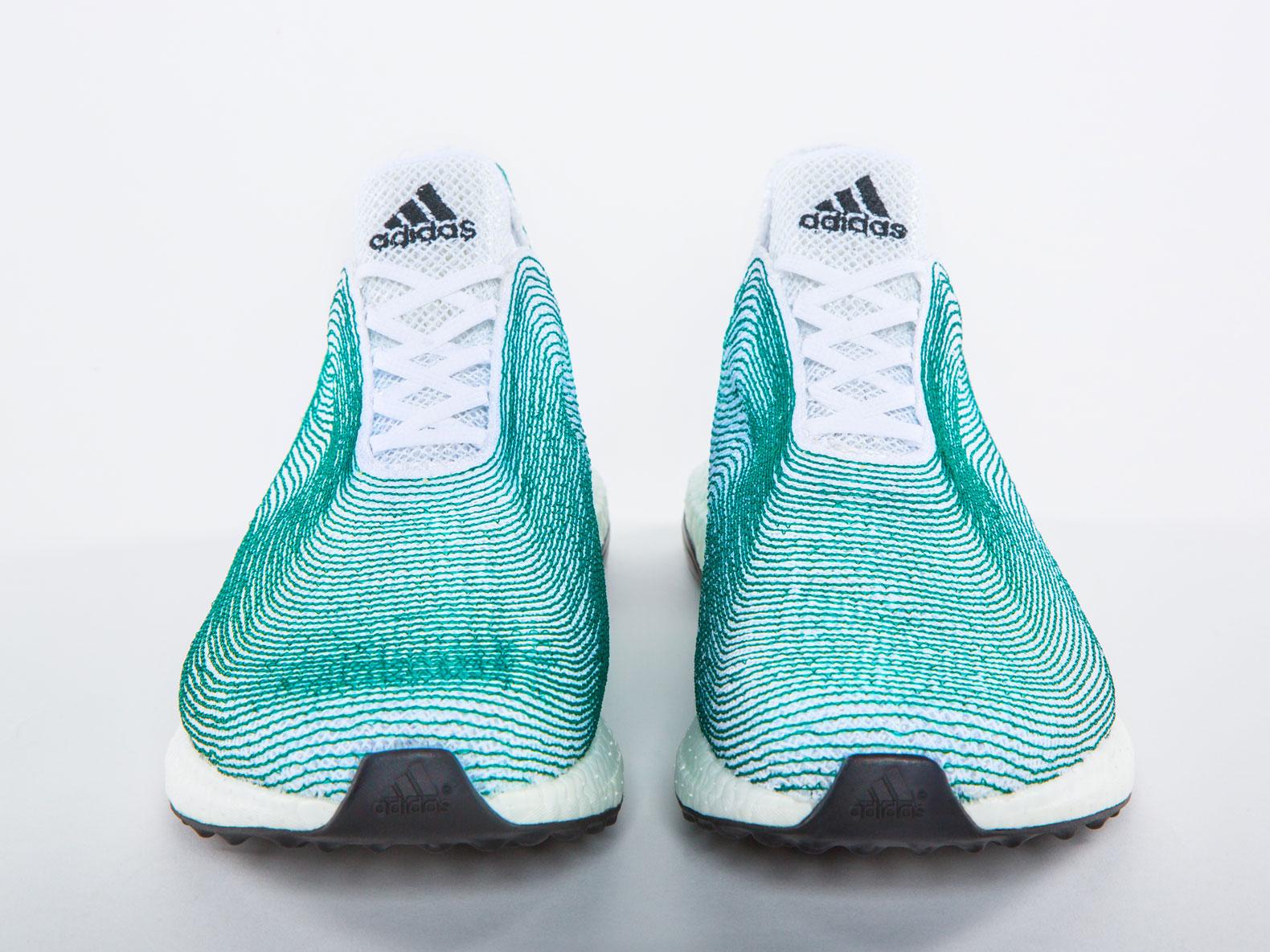 Resultado de imagem para tênis feito de plástico reciclado da Adidas
