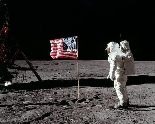 Resultado de imagem para Homem não foi a Lua