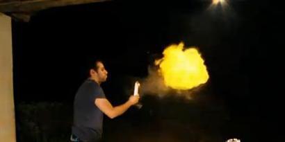 Imagem de Como cuspir fogo usando maisena [Iberê] no site TecMundo