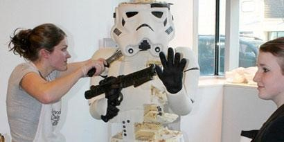Imagem de Star Wars: bolo tem o tamanho real de um Stormtrooper no site TecMundo