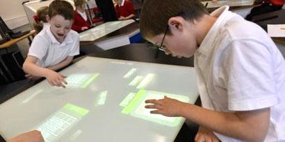 Imagem de Mesas inteligentes podem ser o futuro da educação nas salas de aula no site TecMundo