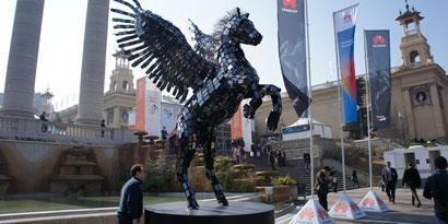 Imagem de O incrível Pegasus feito com 3.500 smartphones [imagens] no site TecMundo