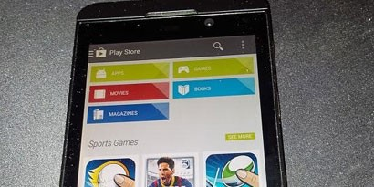Imagem de Rumor: fotos mostram Google Play Store rodando no BlackBerry Z10 no site TecMundo