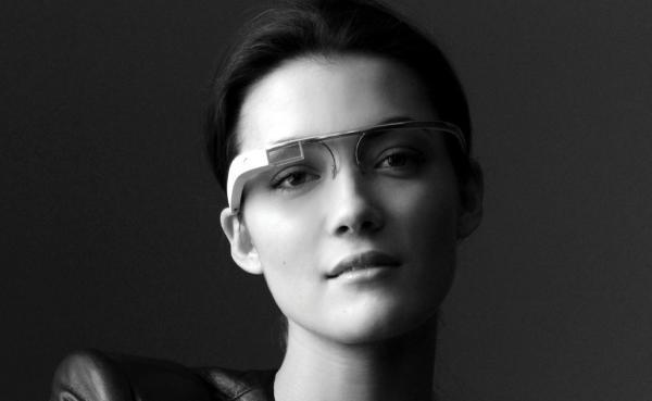 2d7608ca875f3 Os óculos não estão disponíveis, ainda, ao público comum. (Fonte da imagem   Reprodução Googleglass)
