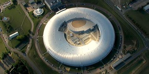 Imagem de Síncrotron: acelerando elétrons em direção a um futuro brilhante no site TecMundo
