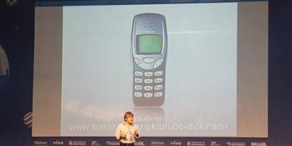 """Imagem de """"Só descobriram a Finlândia depois que a Nokia surgiu"""", diz Bruce Dickinson no site TecMundo"""