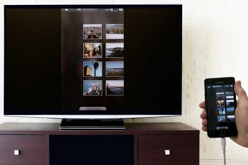 Imagem de Adaptador MHL recarrega seu celular enquanto envia vídeos em 4K para sua TV no site TecMundo