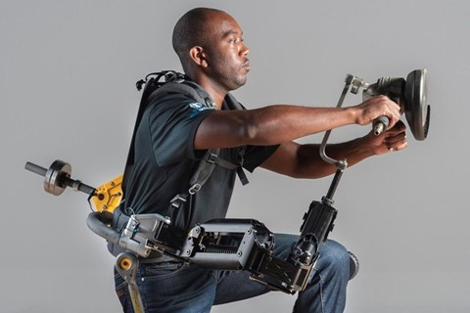 Imagem de Exoesqueleto permite que pessoas trabalhem com objetos pesados facilmente no site TecMundo