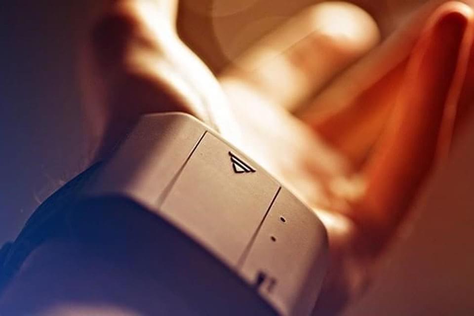 Imagem de Conheça a pulseira que transforma sua mão em um verdadeiro lança-chamas no site TecMundo