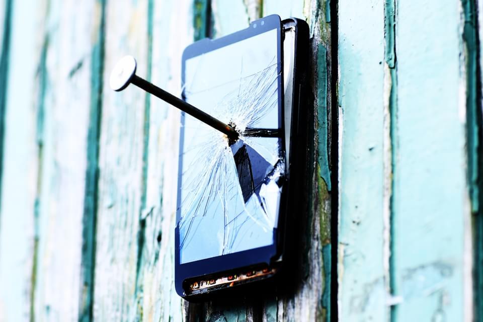 Imagem de 5 tecnologias que prometem acabar com o pânico de quebrarmos os eletrônicos no site TecMundo