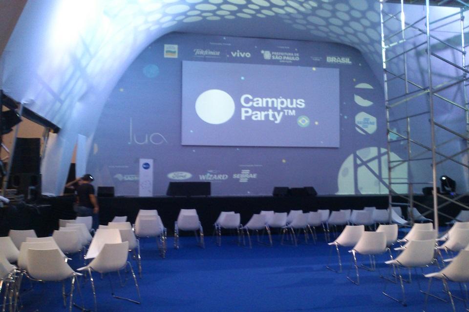 """Imagem de Sem energia? Campus Party supre """"cidade de 30 mil habitantes"""" – e tem água! no site TecMundo"""