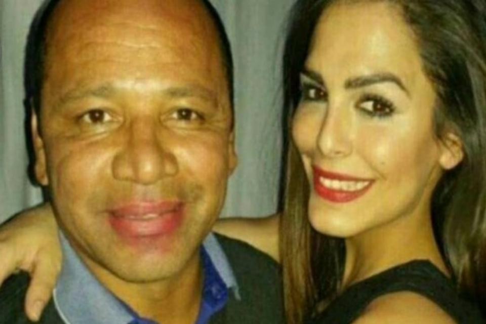 Imagem de Pai de Neymar é flagrado com modelo espanhola e batom na boca  no site TecMundo