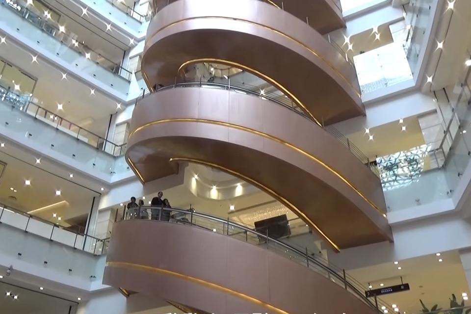 Imagem de Mitsubishi constrói a maior escada rolante em espiral do mundo no site TecMundo