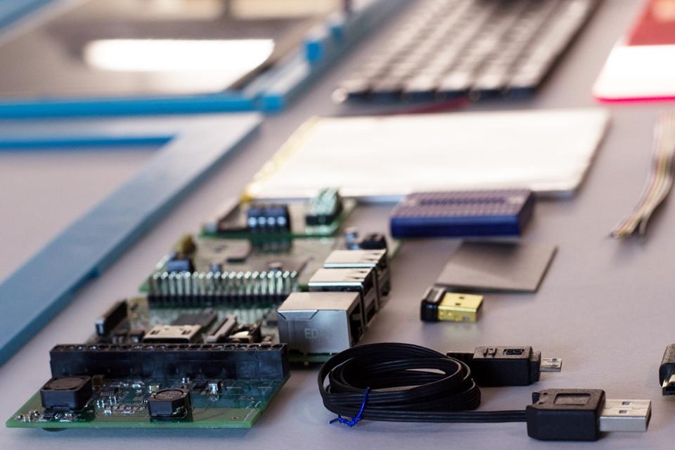 Imagem de Pi-top: o kit feito para te ensinar a montar um laptop com uma Raspberry Pi no tecmundo