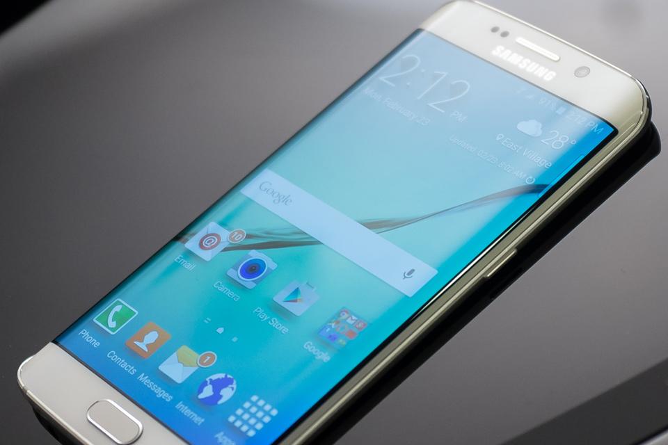"""Imagem de Alguém na mesma? Leitor recebe Galaxy S6 Edge com """"linha da morte"""" na tela no tecmundo"""