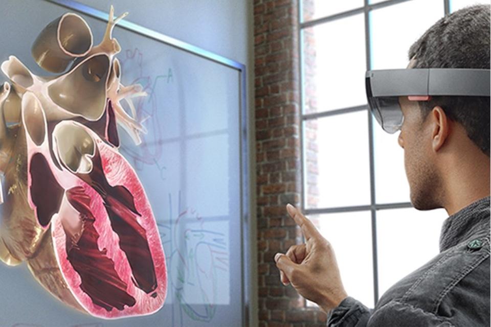 Imagem de HoloLens: Microsoft explica um pouco mais sobre como funciona o aparelho no tecmundo