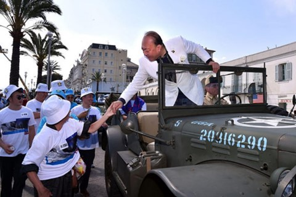 Imagem de Bilionário Chinês paga férias na França para 6400 funcionários no tecmundo