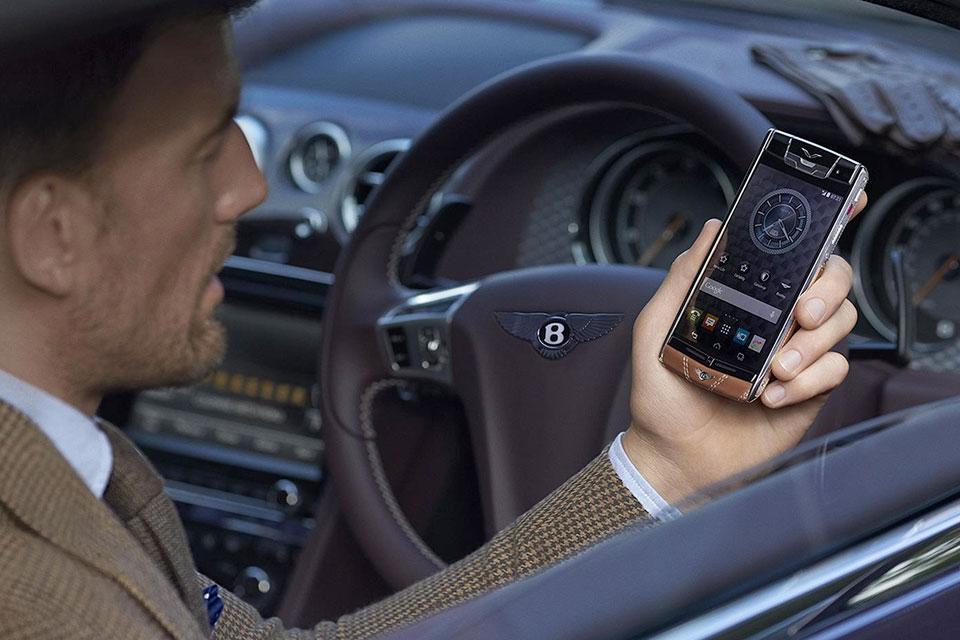 Imagem de Vertu e Bentley se unem para criar novo celular luxuoso de R$ 70 mil no tecmundo