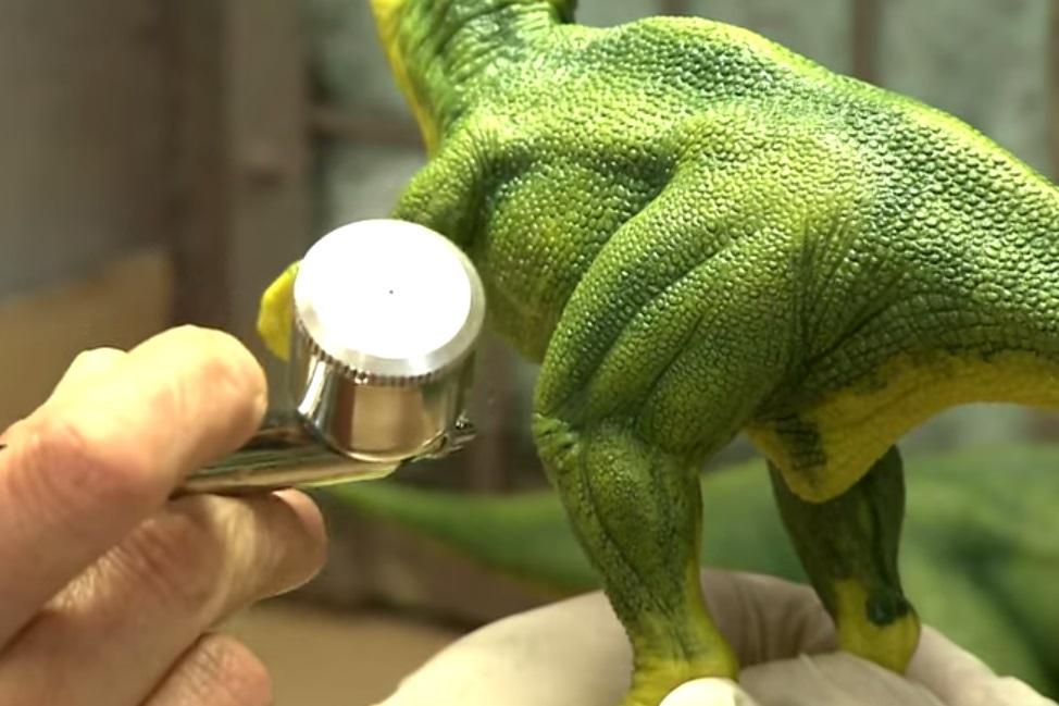 Imagem de Conheça o processo para fabricar dinossauros de plástico no tecmundo