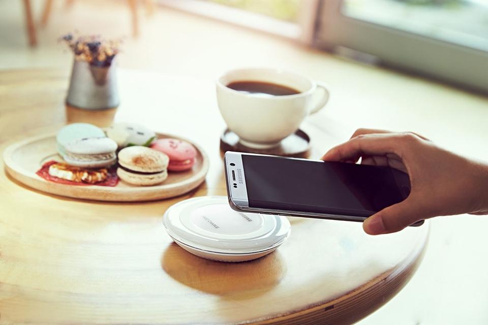 Imagem de Recarga rápida dos Galaxys Note 5 e S6 Edge+ funciona com ou sem fios no tecmundo