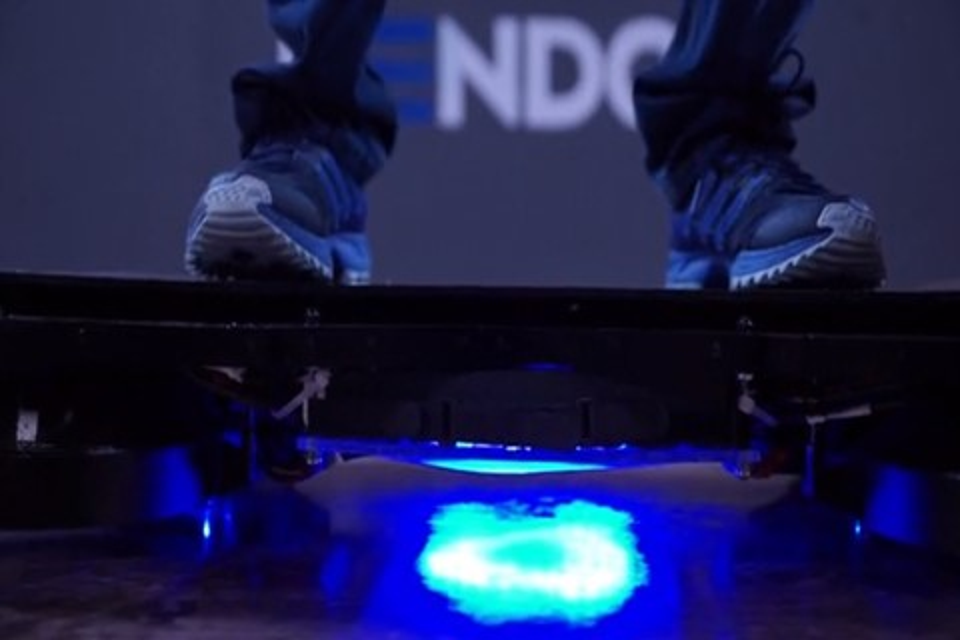 Imagem de NASA pode usar tecnologia de hoverboards para mover satélites no futuro no tecmundo