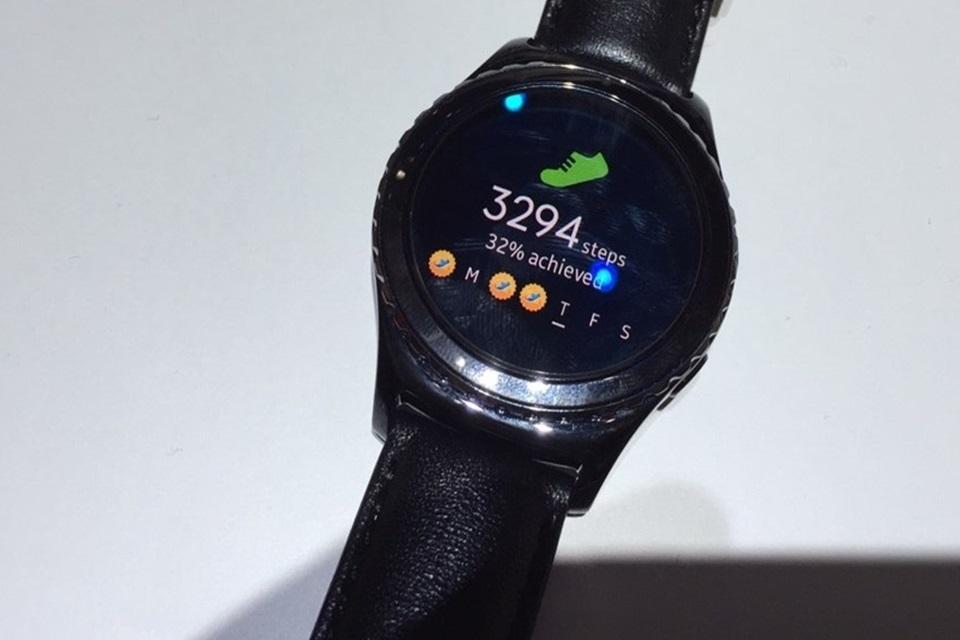 Imagem de Será? Samsung Gear S2 pode ser compatível com o iPhone, diz site no tecmundo