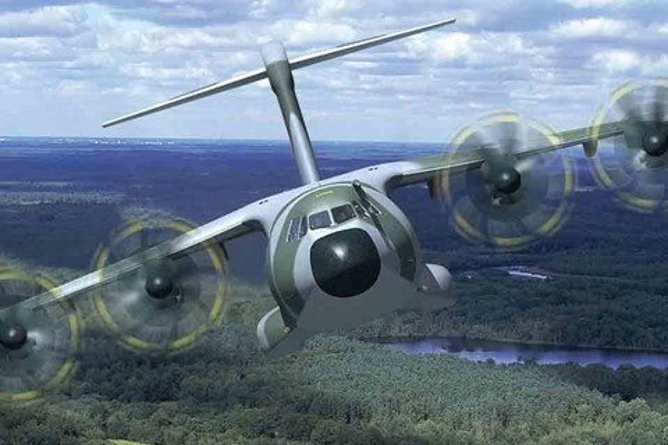 Imagem de Não passa nem uma agulha: avião de carga tira fina em base aérea no tecmundo