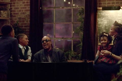 Imagem de Comercial de natal da Apple traz Stevie Wonder e Andra Day [vídeo] no tecmundo
