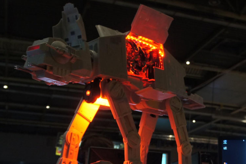 Imagem de Casemod: computador é construído em forma de Imperial AT-AT de Star Wars no tecmundo