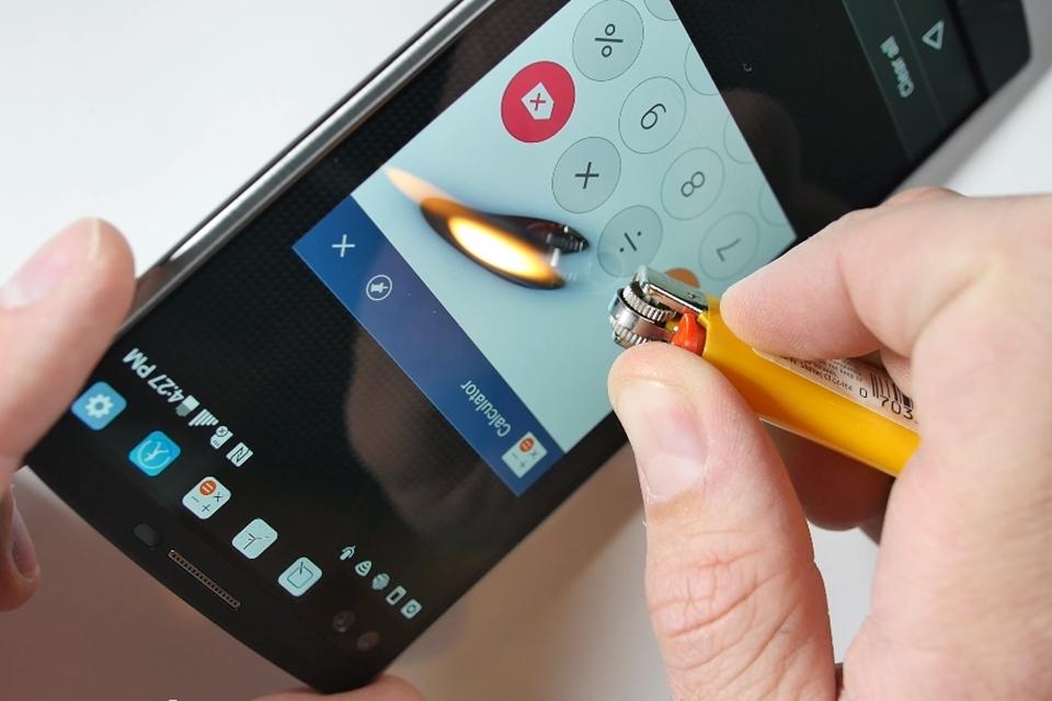 Imagem de LG V10 é colocado à prova contra arranhões, dobras e até mesmo fogo [vídeo] no tecmundo