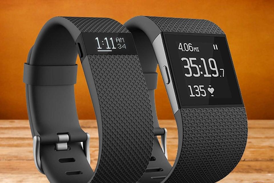 Imagem de Fitbit é processada por não medir batimentos cardíacos com precisão no tecmundo