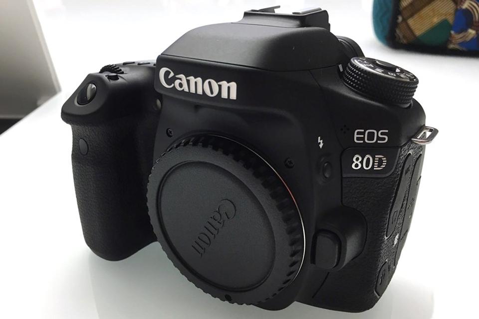 Imagem de Canon anuncia a DSLR EOS 80D, câmera de uso semiprofissional e amador no tecmundo