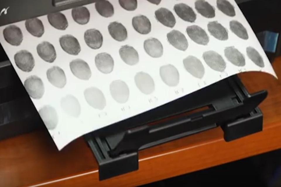 Imagem de Como burlar um leitor biométrico com impressora, tinta e papel [vídeo] no tecmundo