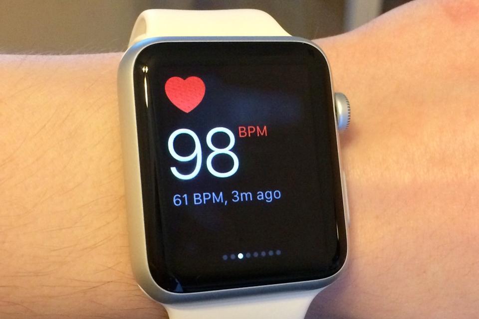 Imagem de Apple Watch salvou a vida de homem vítima de ataque cardíaco no tecmundo