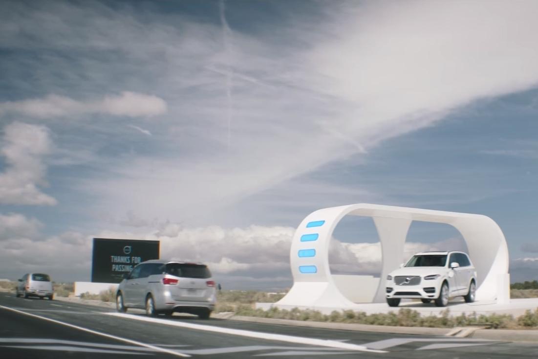 Imagem de Volvo trolla concorrência fazendo outros carros carregarem carro elétrico no tecmundo