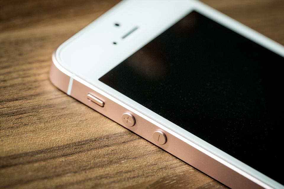 Imagem de É oficial: site da Apple divulga preços do iPhone SE no Brasil no tecmundo
