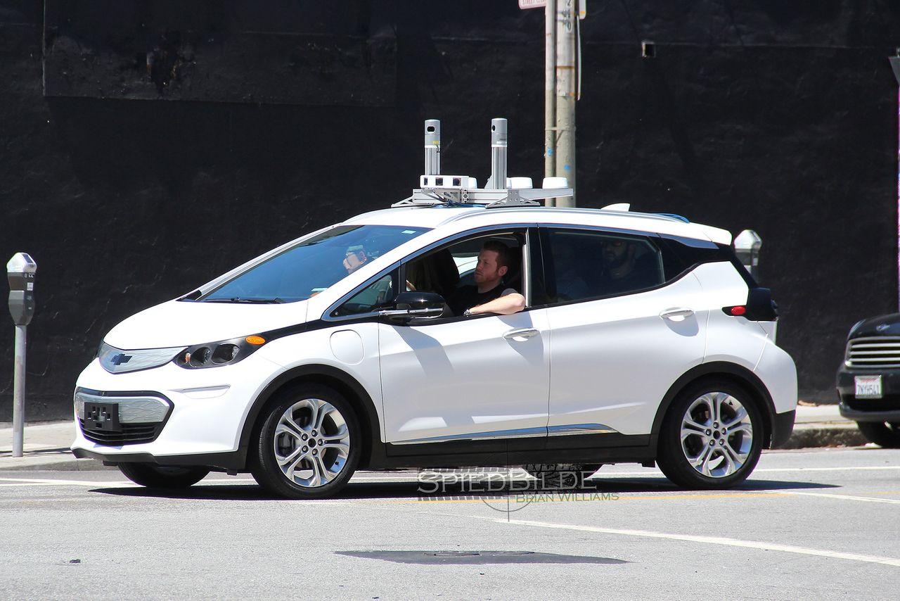 Imagem de Chevrolet é flagrada testando uma versão autônoma de seu carro elétrico no tecmundo