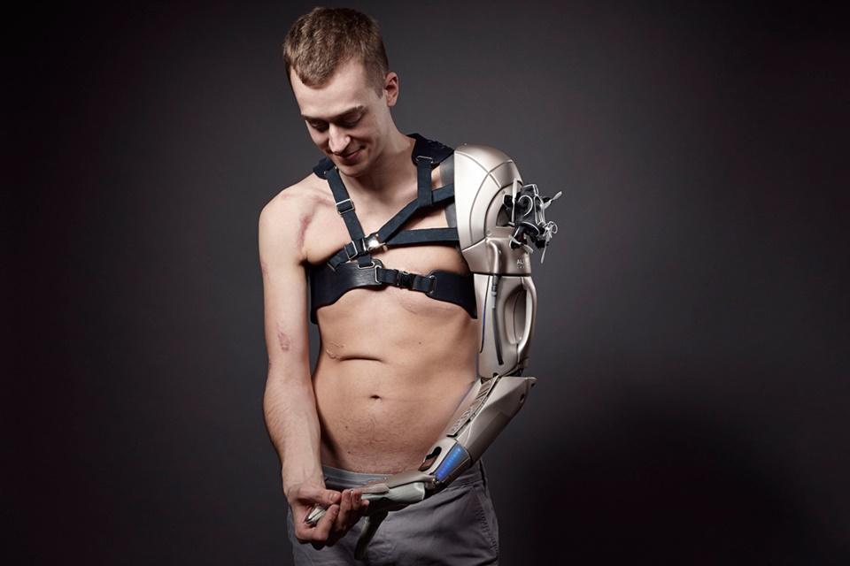 Imagem de Gamer recebe prótese de braço biônico inspirado em Metal Gear Solid no tecmundo