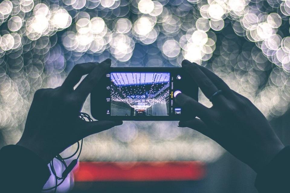 Imagem de O que é e para que serve a abertura da câmera no seu celular? no tecmundo